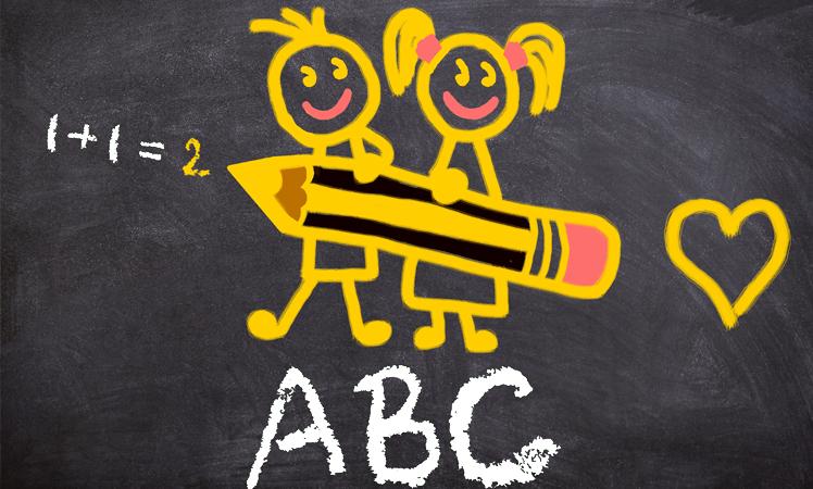 Schultafel mit Strichmänchen und ABC
